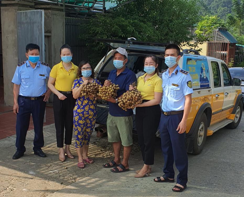 Đội QLTT số 3 tham gia hỗ trợ tiêu thụ hơn 2 tấn nhãn lồng Hưng Yên